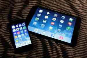 Blaues Licht durch LEDs in Smartphone und Tablet können das einschlafen erschweren